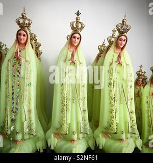 Le sculture verdi di Nostra Signora del Rosario di Fatima, Portogallo Immagini Stock
