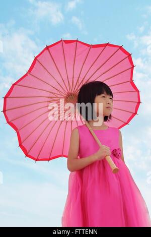 Ragazza asiatica in abito rosa Immagini Stock