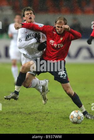La Russia s CSKA Soccer team si sono incontrati a Mosca con i Paesi Bassi il PSV Eindhoven nel quinto round della Immagini Stock
