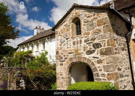 Regno Unito, Cumbria, York, Brigflatts, Società Religiosa degli Amici, 1675 Quaker Meeting House esterno, portico Immagini Stock