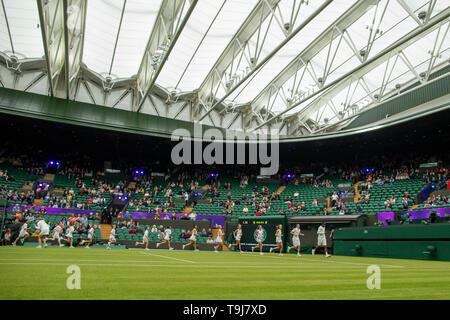 Londra, Regno Unito. Il 19 maggio 2019. Wimbledon Tennis Giocatori Day; adolescenti da Wimbledon fondazione prende parte alla cerimonia di apertura di credito Azione: Plus immagini di sport/Alamy Live News Immagini Stock