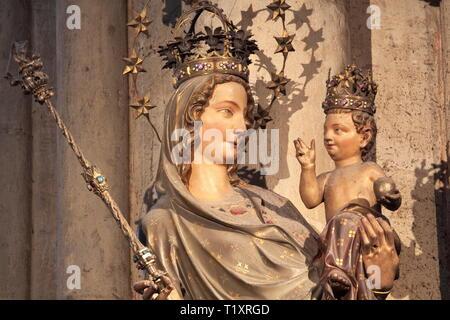 Belle arti, l'arte religiosa, Madonna statua nella cattedrale di Colonia, artista del diritto d'autore non deve essere cancellata Immagini Stock
