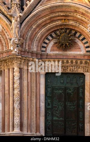 La facciata della cattedrale, Cattedrale di Siena, Siena, in provincia di Siena, Toscana, Italia Immagini Stock