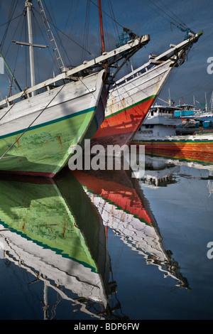 Indonesia Sulawesi, Makassar, (formerly Ujung Pandang) Pelabuhan Paotere porto dove il Bugis le navi a vela ormeggio, Immagini Stock