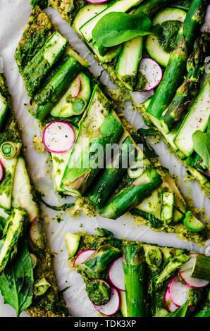 Vegan Broccoli Flatbread Pizza Immagini Stock