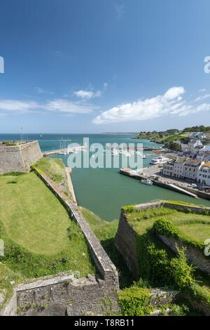 Francia, Morbihan, Belle-Ile isola, le Palais, la porta del palazzo visto dalla Citadelle Vauban Immagini Stock