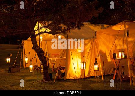 Canada,Ontario,Stoney Creek, la guerra del 1812, la battaglia di Stoney Creek, tende illuminata di notte con laterns Immagini Stock