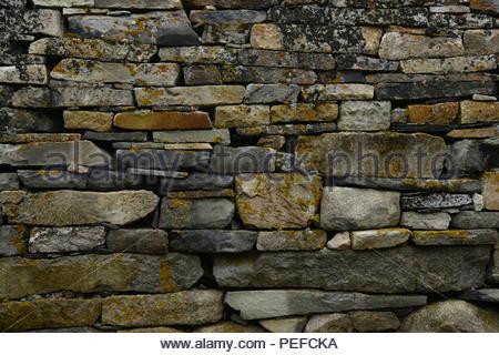 Close-up di Viking Chiesa muro di pietra. Immagini Stock