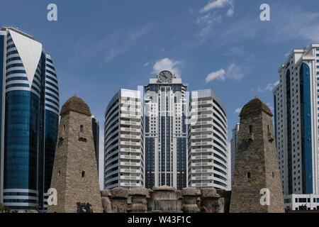 Vista della città di Grozny centro business a Grozny la capitale della Cecenia ufficialmente la Repubblica cecena nel Nord Caucaso Distretto federale della Russia. Immagini Stock