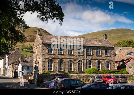 Regno Unito, Cumbria, York, Finkle Street, York School Library in un edificio storico a Back Lane Junction con Howgill Fells in distanza Immagini Stock