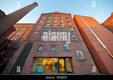 Museo Kuppersmuhle, abbreviato MKM, nel porto interno di Duisburg, Renania settentrionale-Vestfalia, Germania Immagini Stock