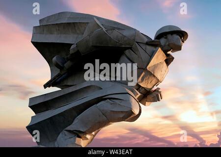 Il monumento a Pietro Barbashov eroe dell'Unione Sovietica che ha sacrificato se stesso il 9 novembre 1942 al fine di proteggere la sua azienda durante i combattimenti per Vladikavkaz situato sul percorso di Vladikavkaz - Alagir, nei pressi del villaggio di Gizel nella Repubblica del Nord Ossetia-Alania Nord Caucaso Distretto federale della Russia. Immagini Stock