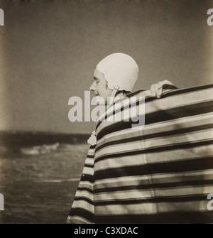 Donna in cuffia, foto Curtis Moffat. Londra, UK, nei primi anni del XX secolo Immagini Stock