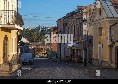 Stretta viuzza acciottolata nella città vecchia di kamianets-podilski ucraina. La città è famosa Immagini Stock