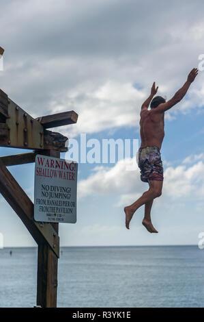 L'uomo jumping. (MR) Immagini Stock