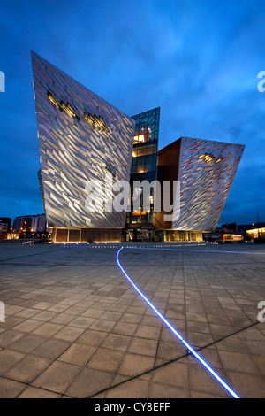 Night Shot del Titanic Belfast Visitor Center, Irlanda del Nord. Immagini Stock