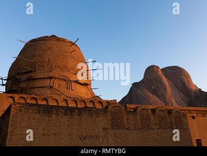Khatmiyah moschea e la tomba di Hassan al Mirghani alla base delle montagne Taka, Stato di Kassala, Kassala, Sudan Immagini Stock