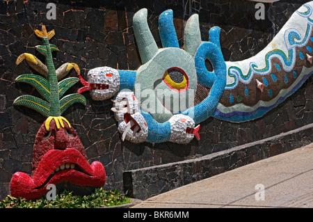 Creato nel 1956 da Diego Rivera quando viveva in Acapulco suo drago murale sulla parete esterna è un'arte Immagini Stock