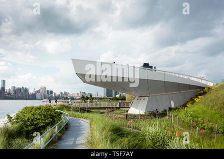 Il trascurare un 30-piede-alta piattaforma a sbalzo. Cacciatori South Park, New York, Stati Uniti. Architetto: SWA/Balsley in collaborazione con noi Immagini Stock