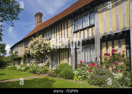 Inizi del sedicesimo secolo di casa in legno e muratura, Smallhythe Place, casa di attrice Ellen Terry dal 1899 Immagini Stock