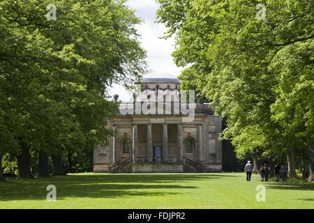 Vista dalla lunga passeggiata alla cappella palladiano, iniziato nel 1760 per la progettazione di James Paine, a Immagini Stock
