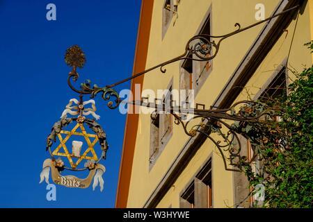 Stella di David Butz Inn, appeso shop segno, pub segno, Rothenburg ob der Tauber, Media Franconia, Franconia, Baviera, Germania Immagini Stock