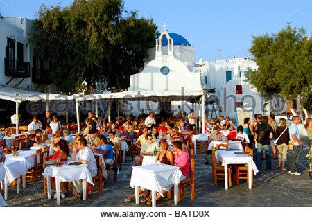 Un ristorante a Mykonos in Grecia Immagini Stock