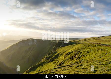 Winnats Pass Limestone Gorge in alta vetta del Derbyshire,UK. Immagini Stock