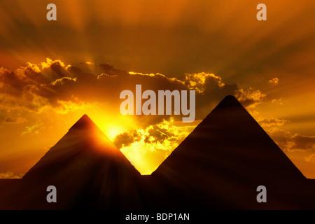 L'Egitto, al Cairo e Piramidi di Giza al tramonto Immagini Stock