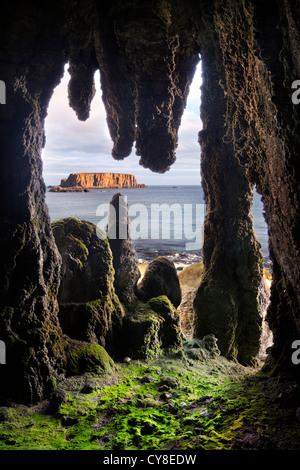 Larrybane Grotta Stalattitica, costa di Antrim. L'Irlanda del Nord. Immagini Stock