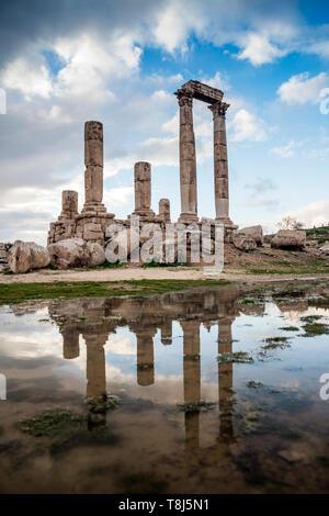 Tempio di Ercole si riflette in una pozza d'acqua, Amman, Giordania Immagini Stock