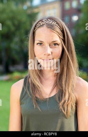 Ritratto di giovane donna in con archetto Immagini Stock