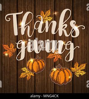 Biglietto di auguri per il giorno del Ringraziamento con orange zucche e foglie di acero su uno sfondo di legno. Immagini Stock