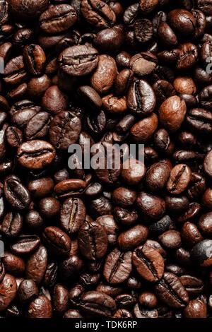 Chicchi di caffè tostati sfondo Immagini Stock