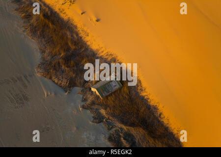 Capanna sepolta dalla sabbia, vista aerea, Skelton Costa, Namib Naukluft Nat Park, Namib Desert, Namibia Immagini Stock