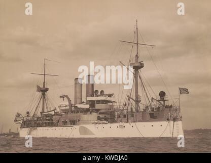 USS Maine all'ancoraggio in un porto statunitense, c. 1896. Commissionato nel 1895 lei era di 2a classe corazzata Immagini Stock