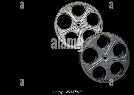 Vintage due bobine di pellicola su un fondo nero con spazio di copia Immagini Stock