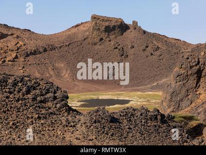 Il cratere Atrun nomadi dove venire a ritirare il sale, Bayuda desert, Atrun, Sudan Immagini Stock