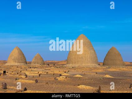 Beehive tombe, la Nubia, Old Dongola, Sudan Immagini Stock