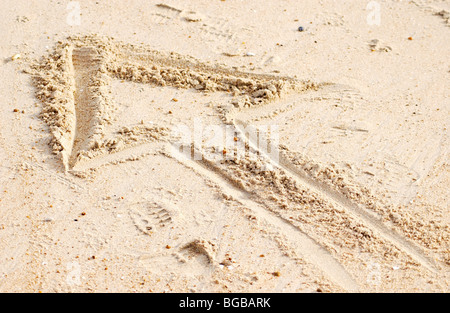 Fotografia della freccia su sabbia di direzione in avanti il successo di profitto UK Immagini Stock