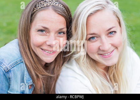 Ritratto di sorridere le giovani donne Immagini Stock