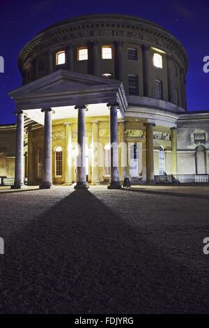 La sala rotonda Ickworth illuminata di notte, per una speciale apertura durante il cinema all'aperto caso 'Stately Immagini Stock