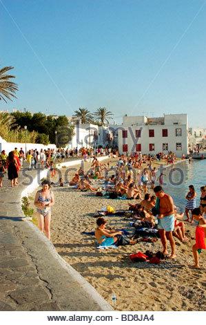 Una spiaggia di Mykonos in Grecia Immagini Stock