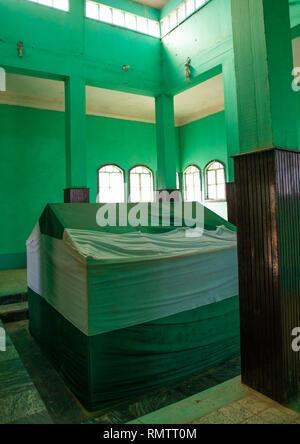 Tomba all'interno di un santuario sufi, Al Jazirah, Abu Haraz, Sudan Immagini Stock