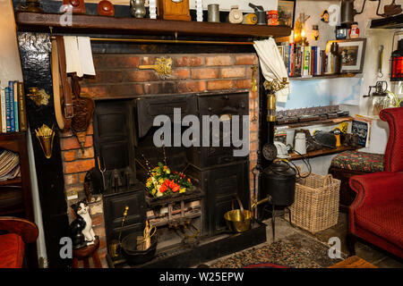 Regno Unito, Cumbria, York, Caultey, Cross Keys, 1732 Temperanza Inn interno, gamma Parlor Immagini Stock