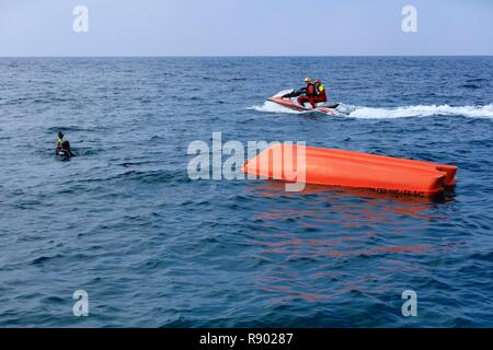 Francia, Bouches du Rhone, Costa Azzurra, Martigues, distretto di Carro, vigili del fuoco (ISS), esercitazioni di salvataggio in mare Immagini Stock