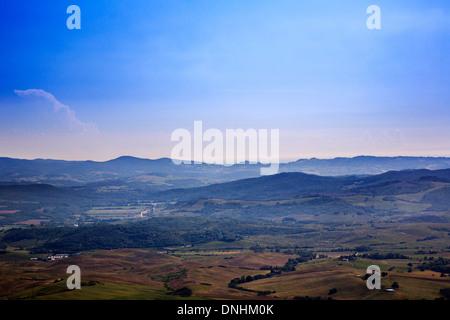 Elevato angolo di visione di un paesaggio, Volterra, in provincia di Pisa, Toscana, Italia Immagini Stock