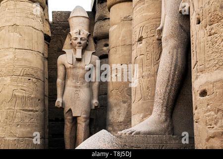 La scultura al di fuori del tempio di Luxor Luxor Egitto Immagini Stock