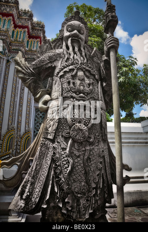 Thailandia, Bangkok, Wat Pho tempio, guardian statua Immagini Stock