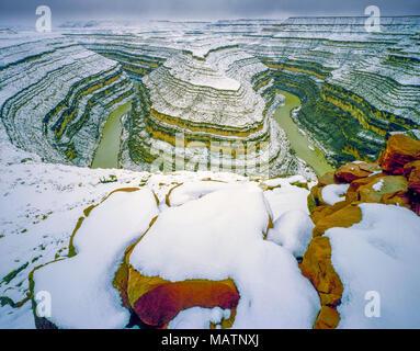 Snodi del fiume San Juan, porta le orecchie del monumento nazionale, Utah rari pesante tempesta invernale Immagini Stock